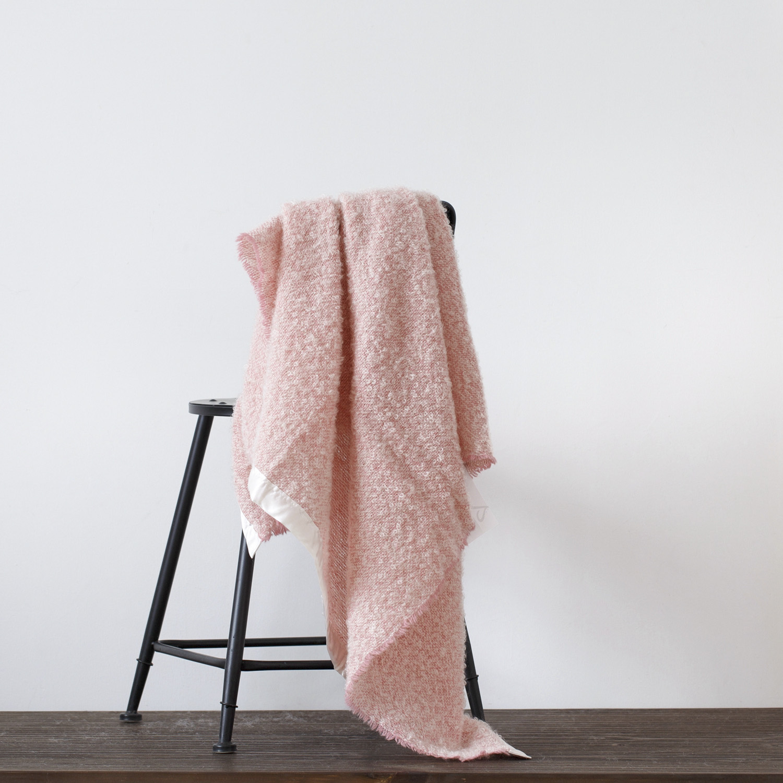 新西兰原产Stansborough指环王系列雪宝宝加缎灰羊毛盖毯 粉红